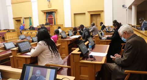 Some opposition MPs call for report on LPM's Swartbooi and Seibeb's conduct during SONA to be rejected